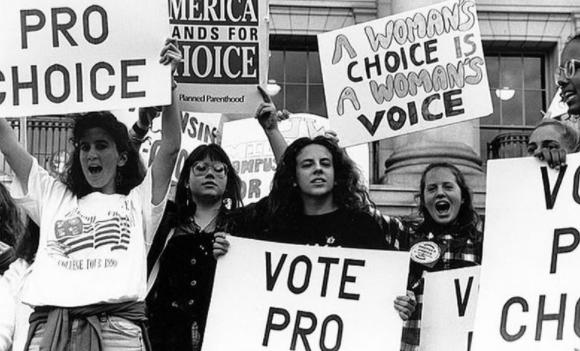Women protesting for their rights. Source: https://www.sutori.com/story/women-s-right-movement--HjBHgnX3qJ2sTCCDWbLxhPca